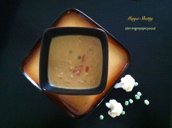 Cauliflower Green Peas Kurma